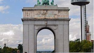 Imagen del Arco de la Victoria, que pasar�a a llamarse Avenida de la Memoria.
