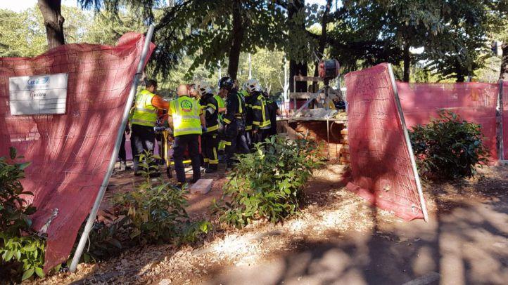 Un hombre se cae a un pozo de seis metros de profundidad en Moncloa