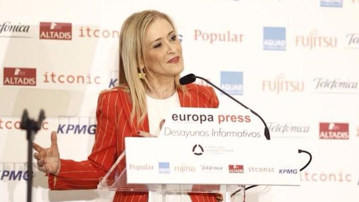 Cristina Cifuentes durante un acto informativo (archivo)