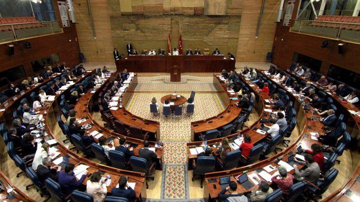 La Asamblea de Madrid mantendrá sus siete coches oficiales
