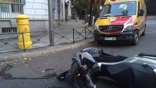 Dos heridos, uno de ellos muy grave, atropellados por un motorista