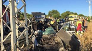 Dos heridos graves y uno leve al chocar su vehículo contra un poste de luz a la altura de Pozuelo de Alarcón