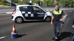 Detenido en Ciudad Lineal por llevar drogas y un arma prohibida en su vehículo