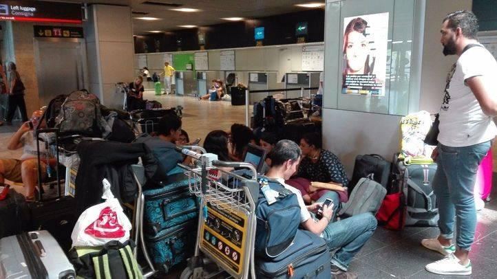 200 turistas mexicanos en busca de un vuelo a casa