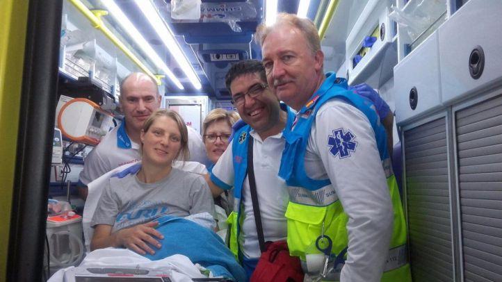 Efectivos del SUMMA trasladan a la madre y su hijo al hospital