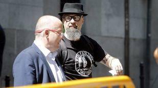 Cesar Strawberry tras declarar como imputado en la Audiencia Nacional por un delito de enaltecimiento del terrorismo.