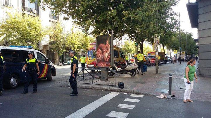 Un motorista, muy grave tras chocar contra un coche en Atocha