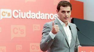 Rivera se abre a apoyar a Rajoy si pone fecha a la investidura y acepta seis condiciones
