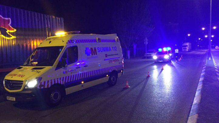 Un motorista fallece en Coslada tras impactar con una señal de tráfico y un camión