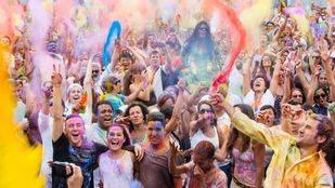 Lavapiés se tiñe de colores en la 'Monsoon Holi Madrid'