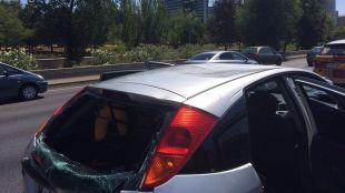 Herido un motorista tras chocar contra un coche averiado en la M-30