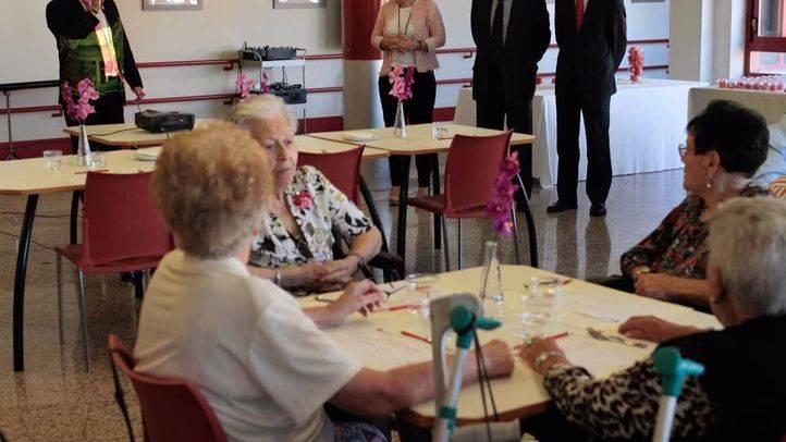 La Comunidad adjudicó 3.288 plazas en centros de mayores en el primer semestre del año