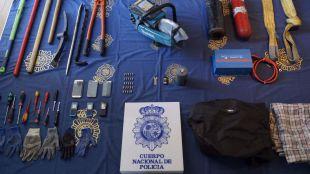 Detenidos tres jóvenes acusados de 26 robos en bancos y tiendas de telefonía