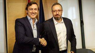 Los portavoces de PP y Ciudadanos firman en el Congreso el pacto anticorrupción