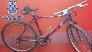 Foto de la característica bicicleta roja que el detenido utilizaba para huir.