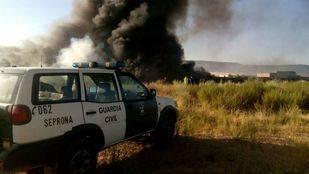 Un incendio en una planta de reciclado de Guadalajara provoca una gran columna de humo