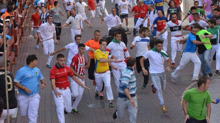 Siete heridos y récord de corredores en el día grande de los encierros de Sanse