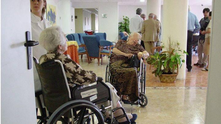 Personas ancianas dependientes en una residencia (archivo)