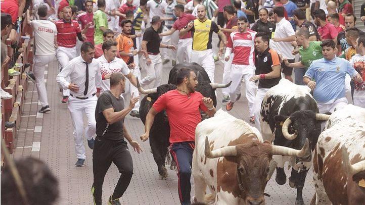 Un herido por asta de toro en el quinto encierro de San Sebasti�n de los Reyes
