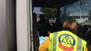 Rescate de un camionero en la autov�a de Barcelona