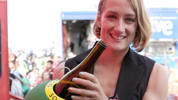 Mireia Belmonte, aficionada al ciclismo y al reciclaje de vidrio