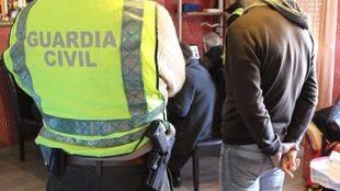 La Guardia Civil en el momento de una detención (Archivo)