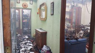 Un fuego de pastos quema una casa y casi alcanza una gasolinera en Fuencarral