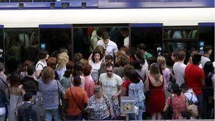 CCOO denuncia el incumplimiento sistemático de la tabla de trenes de Metro este verano