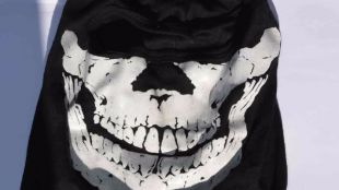 Cinco detenidos por robar comercios a mazazos y con siniestras máscaras