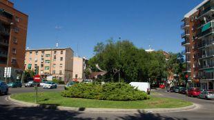 Rotonda de entrada al barrio de Comillas.
