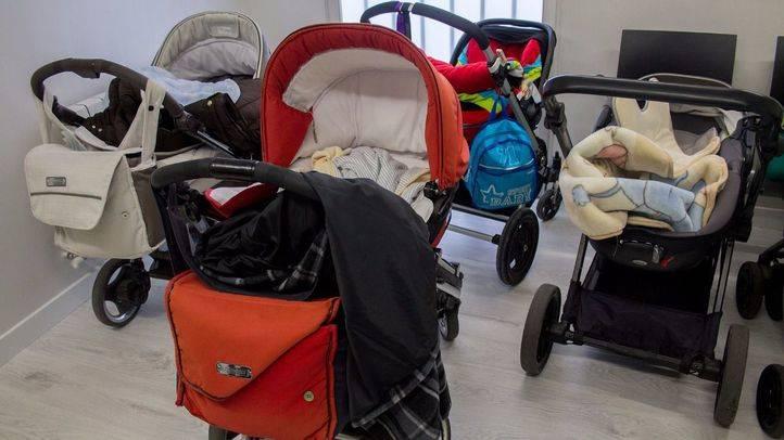 Detenidos por robar carritos de bebé de alta gama en guarderías madrileñas