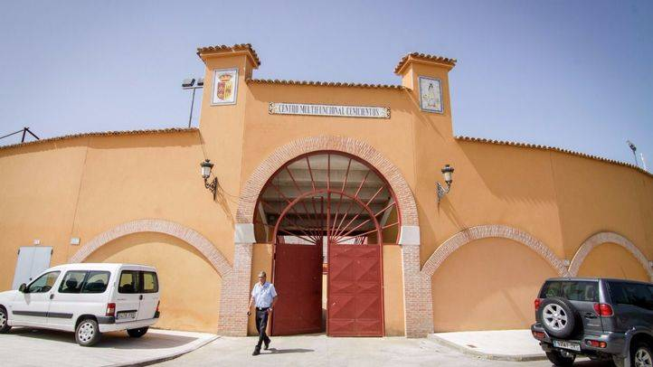 El coso de Cenicientos se llama Centro Multifuncional. Los eventos taurinos son la punta de la monumental deuda de un municipio a la deriva.