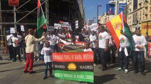 Un centenar de personas se manifiestan en Gran Vía pidiendo la restauración de Biafra