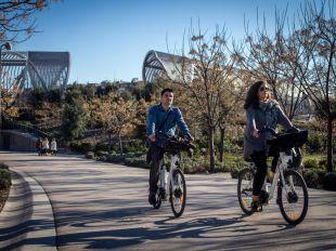 Un carril bici por fuera de Madrid Río para esquivar los problemas con los paseantes