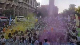 Carrera de color en la explanada del Santiago Bernab�u