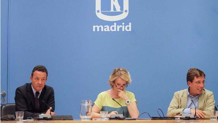 Esperanza Aguirre interviene en la rueda de prensa posterior a una reuni�n de su grupo municipal.