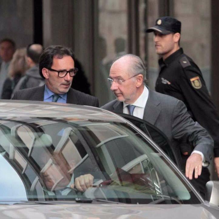 Rodrigo Rato sale de la Audiencia Nacional despu�s de prestar declaraci�n como imputado en el caso de las tarjetas opacas de Caja Madrid (archivo)