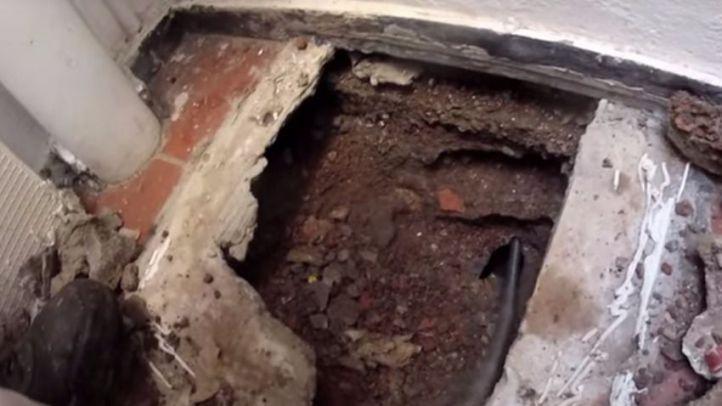 Niño queda atascado en el desagüe, ¿Podría pasar esto en los hogares de Madrid?