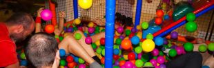 Piscinas de bolas para adultos para jugar como niños