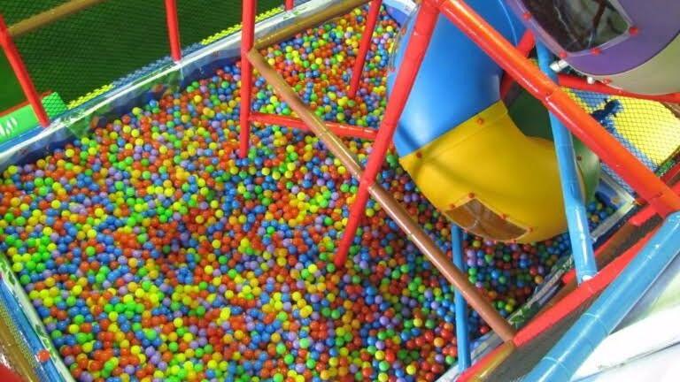 Piscinas de bolas para adultos para jugar como ni os for Bolas piscinas infantiles