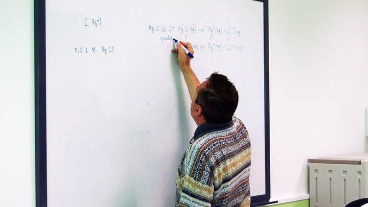 Profesor en un colegio público (archivo)