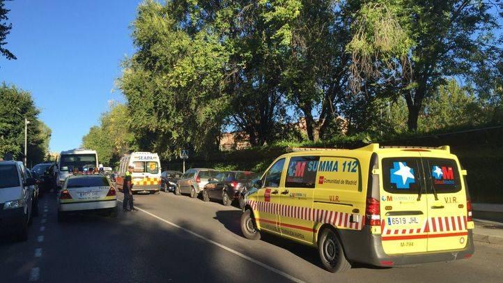 Un microbús escolar atropella a un niño de 11 años en Pozuelo y le causa varias fracturas en la pierna