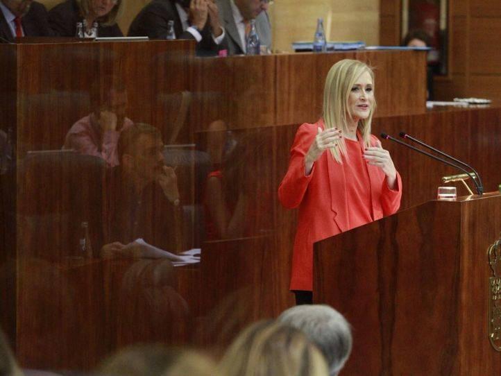 Cifuentes urge a Sánchez a levantar el 'asedio a las instituciones' que 'trata de prolongar secuestrando' al PSOE