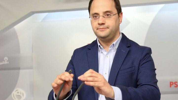 Cesar Luena durante la rueda de prensa explicativa de la destitución de Tomás Gómez.