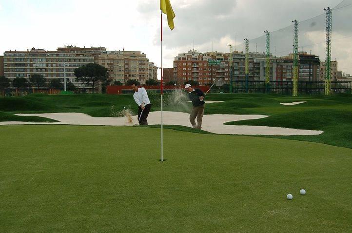 El PSOE y Ahora Madrid aprueban estudiar la alternativas al campo de golf de Chamberí