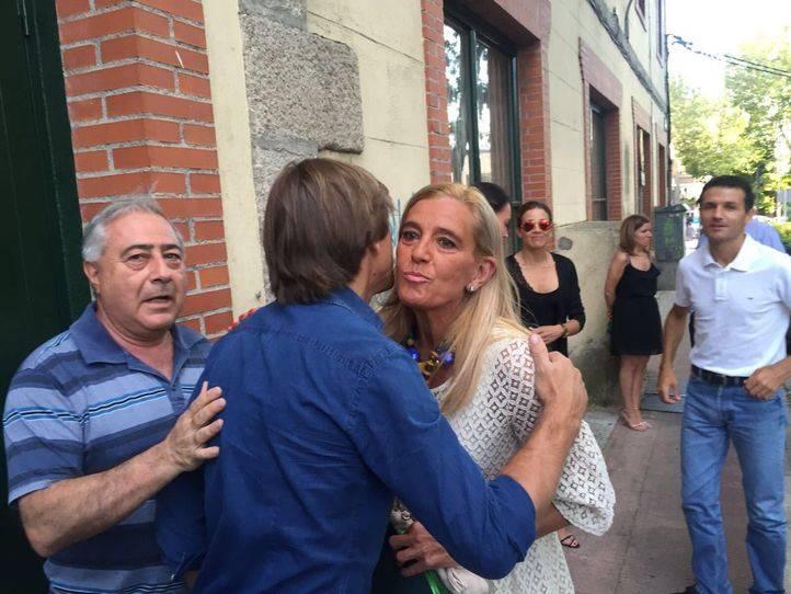 La alcaldesa Mariola Vargas da la bienvenida a Manuel Ben�tez en la feria taurina de 2016