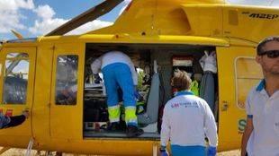 Traslado en helicóptero de una anciana mordida por un perro