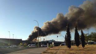 Arde un autobús de la EMT en las cocheras de Sanchinarro