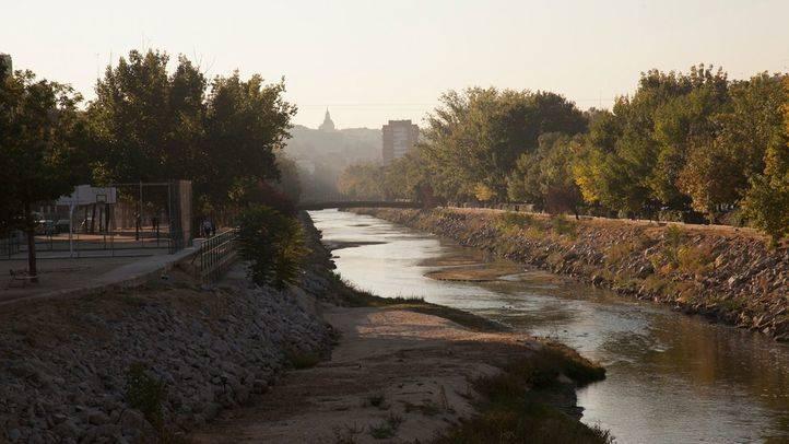 El río Manzanares después de abrir las compuertas
