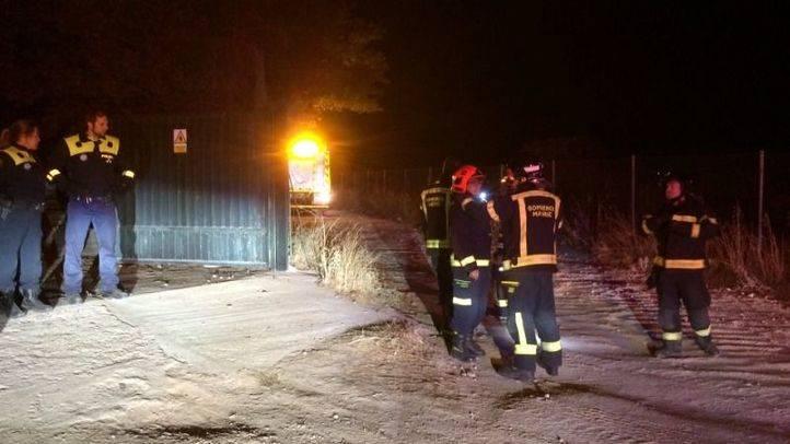 Un incendio destruye una vivienda prefabricada junto a la carretera El Pardo-Fuencarral